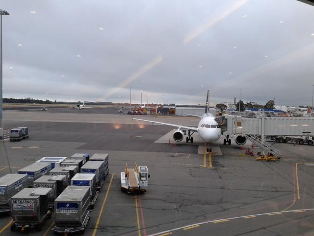 Pesawat Air New Zealand yang akan membawaku ke Sydney