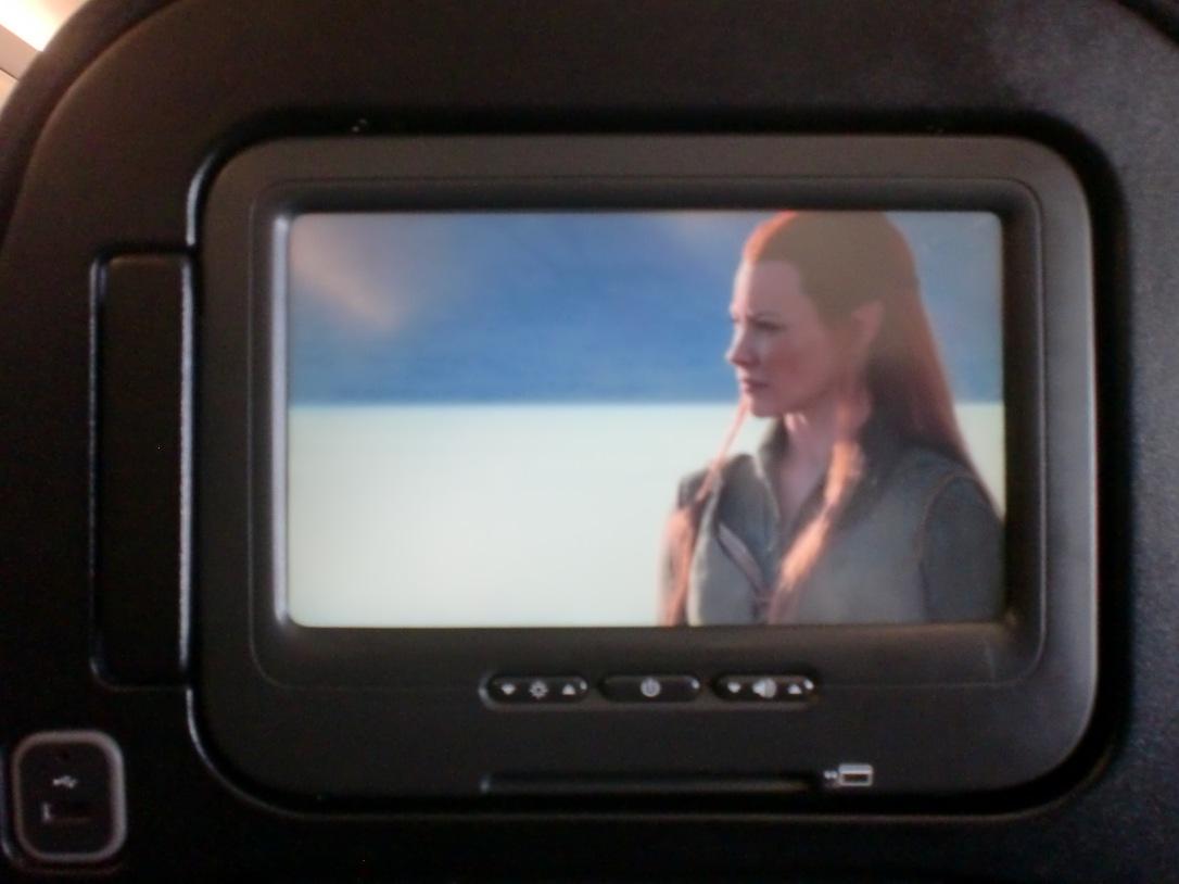Nonton pembuatan film The Hobbit di pesawat. Suka sama Thauriel ini
