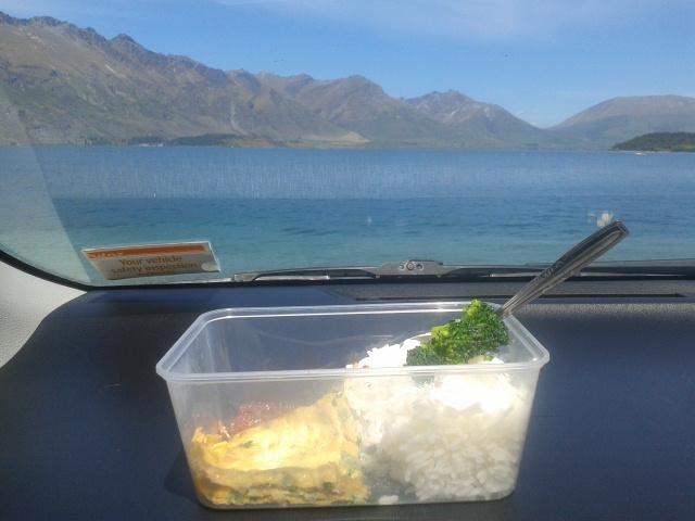 Makan siang di dalem mobil