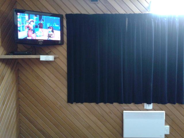 TV di kamar