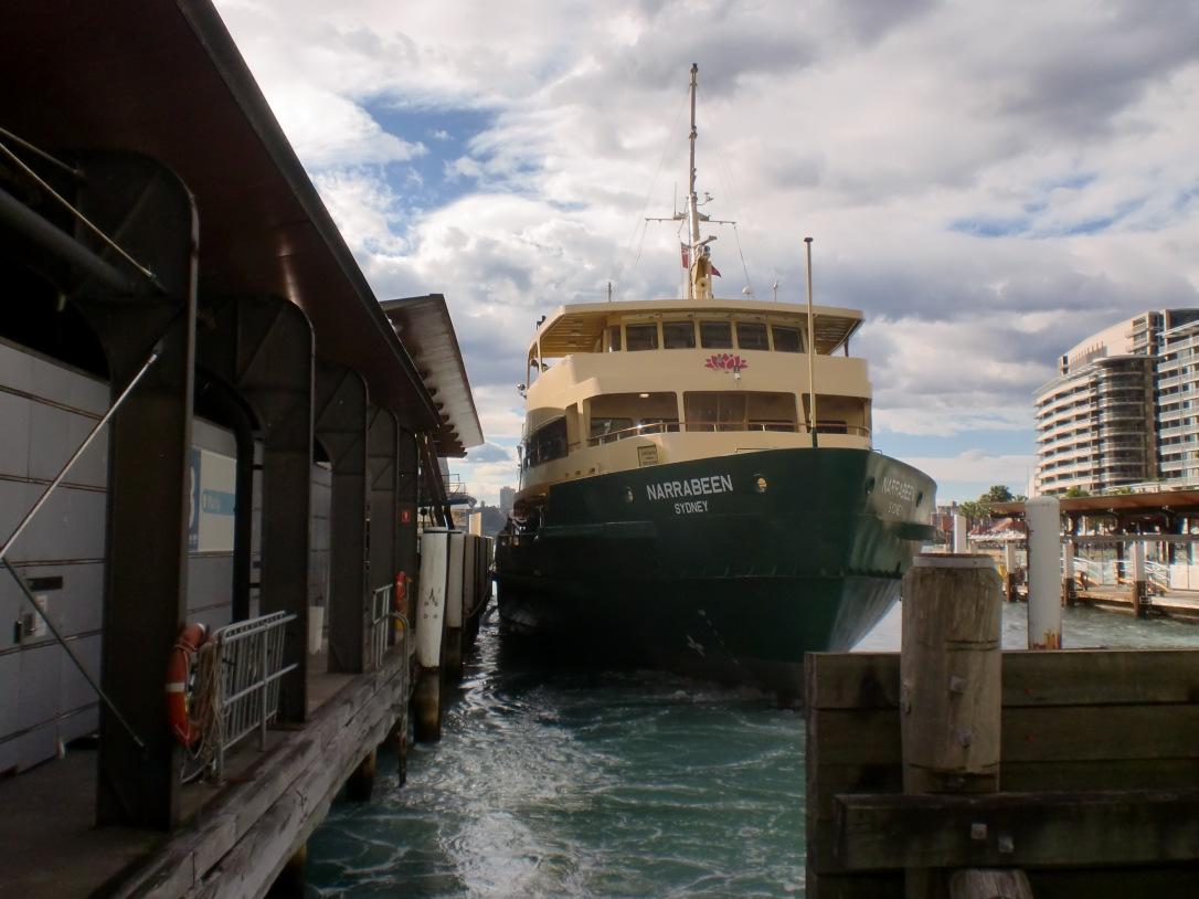 Bersiap meninggalkan pelabuhan