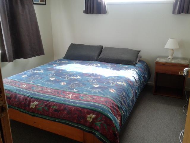 Kamar saya di Lazy Dolphin Lodge Curio Bay