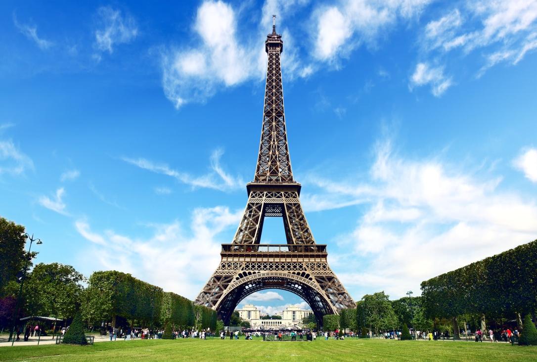Foto pinjem dari http://www.premiumtours.co.uk/tours/tour/paris-day-trip-with-champagne-lunch-on-the-eiffel.id68.html