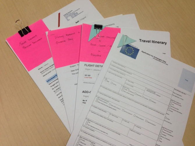 Dokumen untuk ditukarkan dengan selembar stiker visa