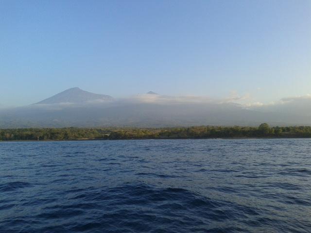 Gunung Rinjani dari kejauhan
