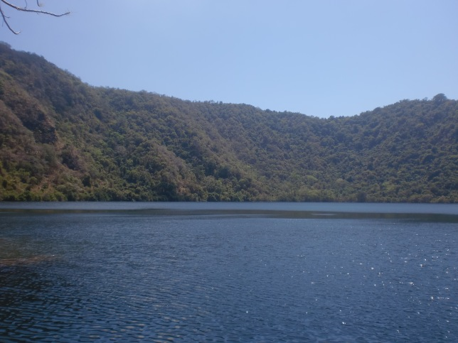 Danau air asin di Pulau Setonda mirip kayak Lake Gunn di New Zealand