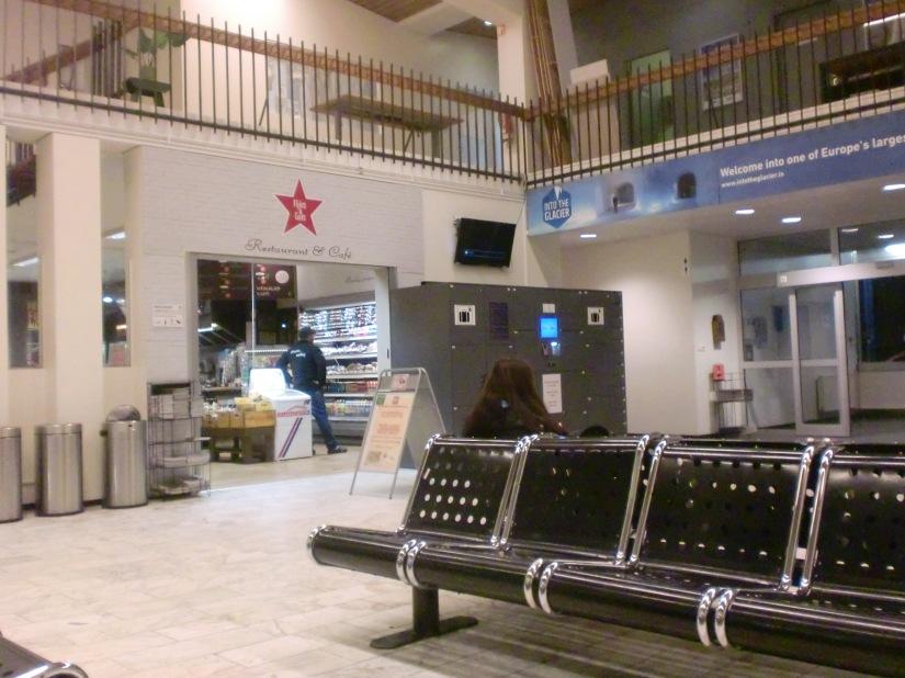 Ruang tunggu terminal BSI